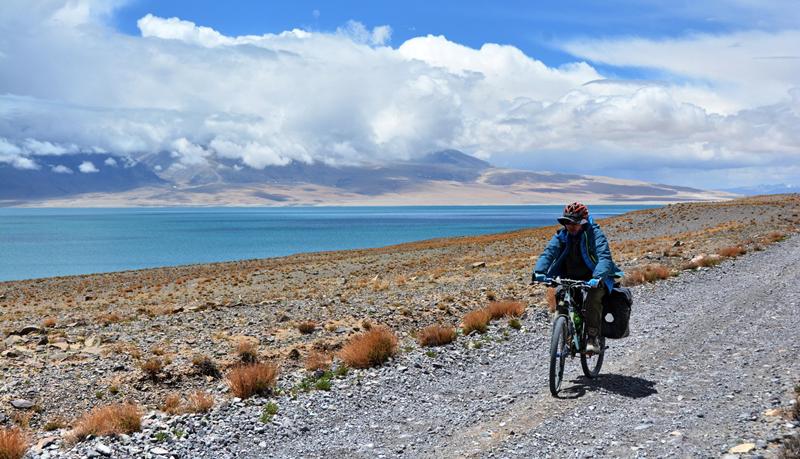 Rinqin Xubco Lake Cycling Tour in Zhongba County, Shigatse