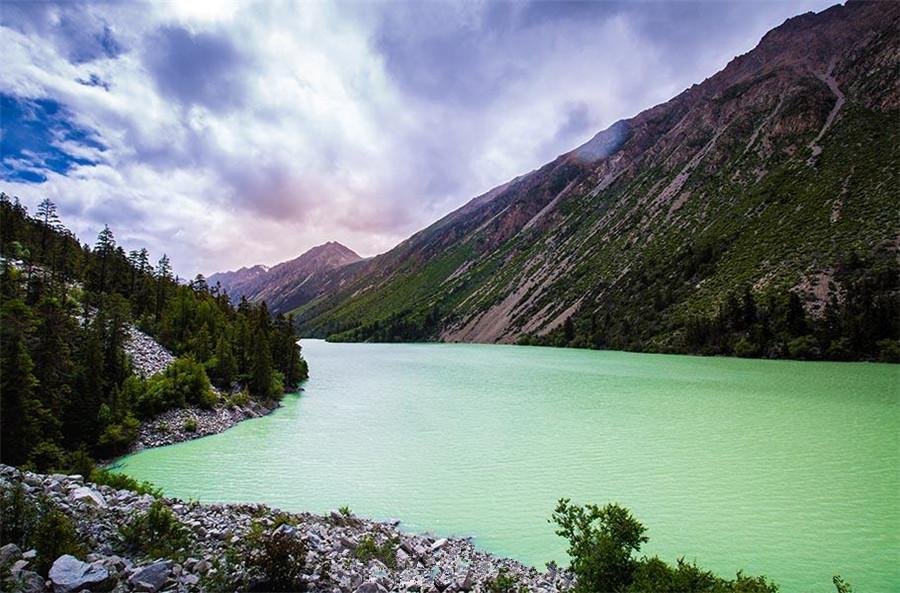 BadongTso Lake in Lhorong County, Chamdo