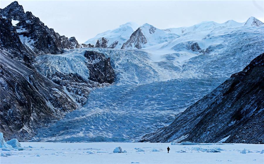 Ruorong Glacier in Dêngqên County, Chamdo