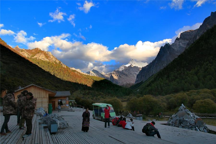 Xianuo Duoji Peak in Daocheng County, Garze