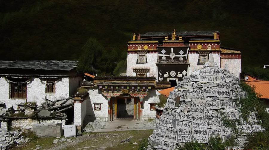 Chonggu Monastery in Daocheng County, Garze