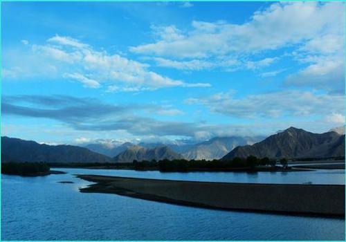 Dadu Lake in Bainang County, Shigatse