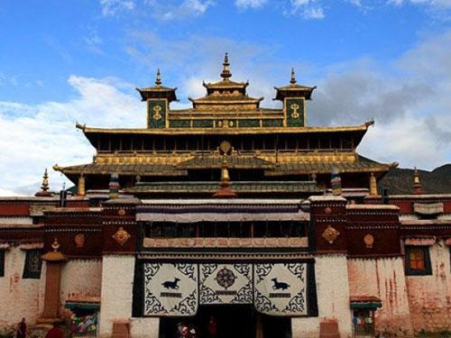 Danda Mountain Temple in Banbar County, Chamdo