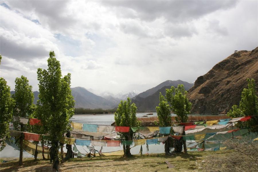 Duilong River in Lhasa
