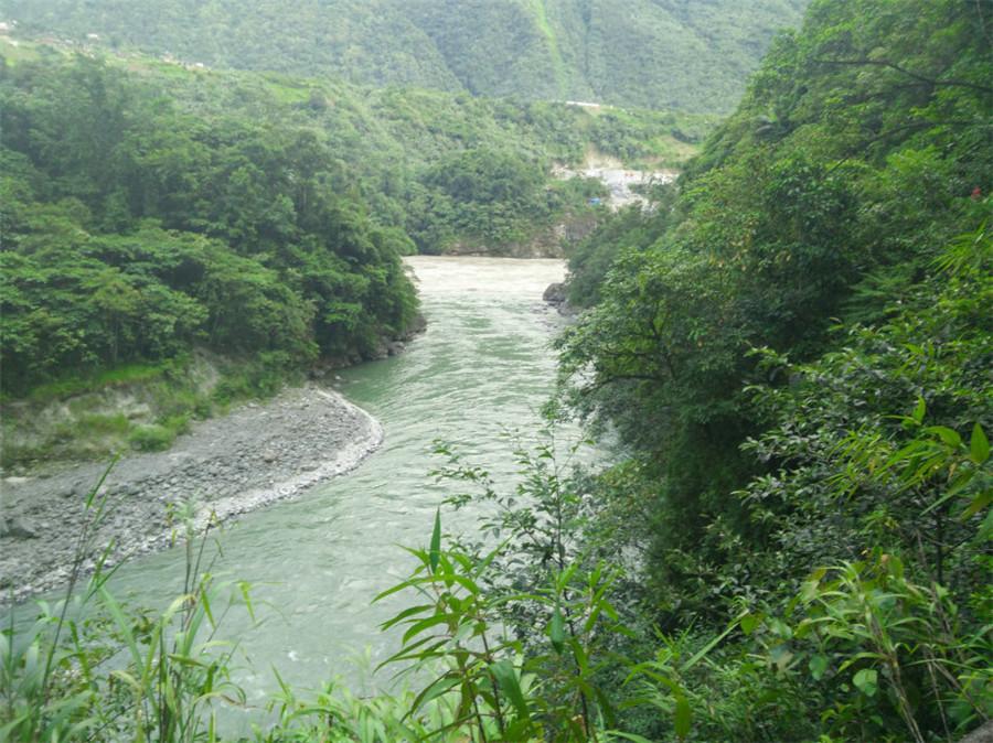 Duoxiongla River in Nyingchi