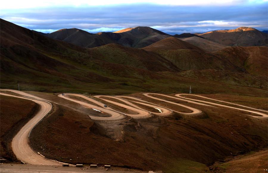Gawu La Mountain Pass in Tingri County, Shigatse