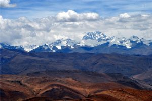 Gyatso La Mountain Pass in Tingri County, Shigatse