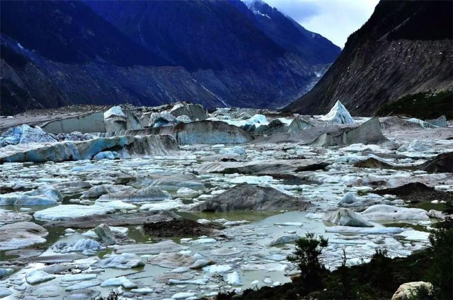 Jinling Ice Lake in Banbar County, Chamdo