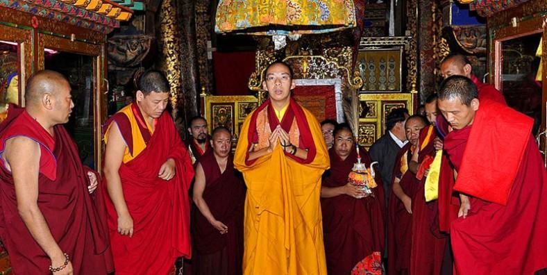 12 Days Hongkong to Tibet Tour with Chengdu City Highlights