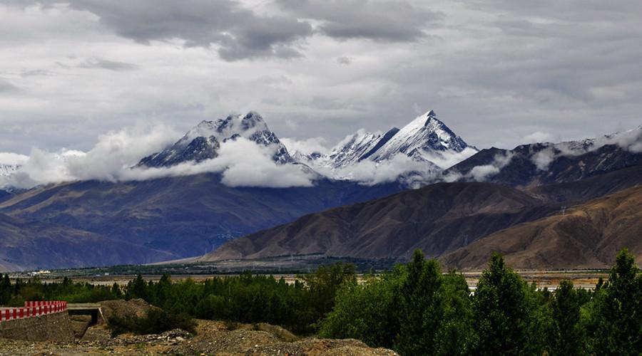 Kamba-La Mountain Pass in Shannan