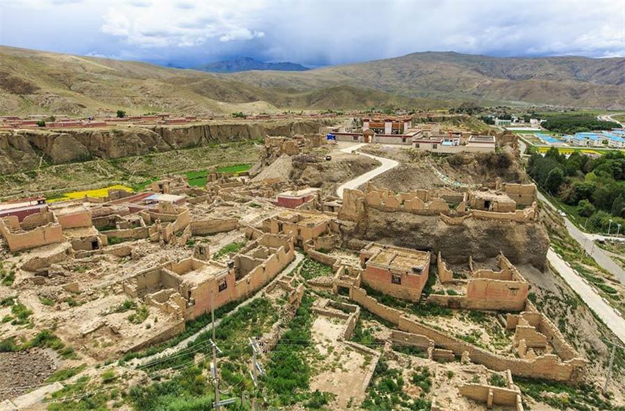 Lajiali Palace in Qusum County, Lhoka (Shannan)