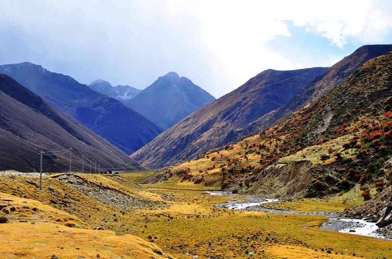Mila Mountain Pass in Gongbogyamda County, Nyingchi