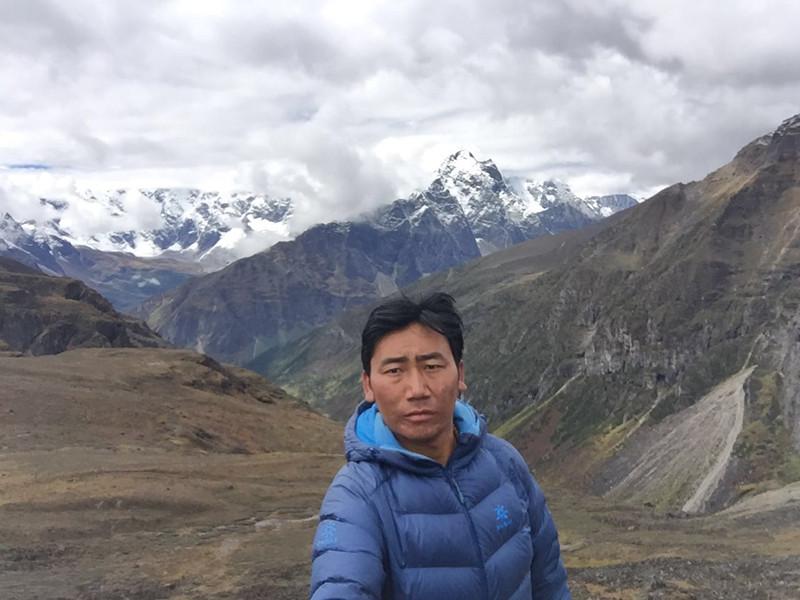 Ngawang-Tibet English-speaking Tour Guide