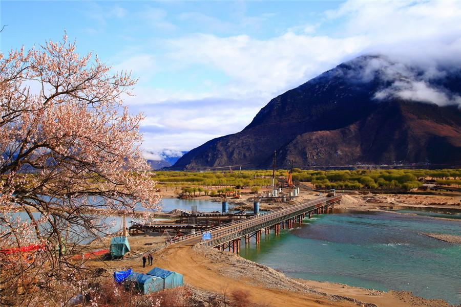 Nyang-chu Valley in Nyingchi