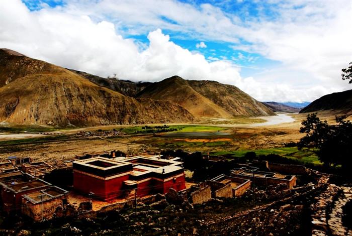 Pingcuolin Monastery in Lhatse County, Shigatse