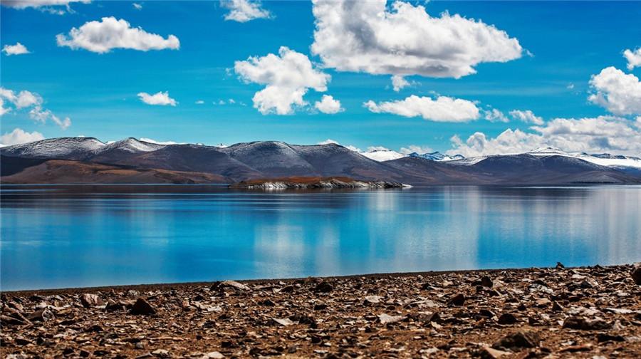 Pumo Yumtso Lake in Nagarze County, Lhoka (Shannan)