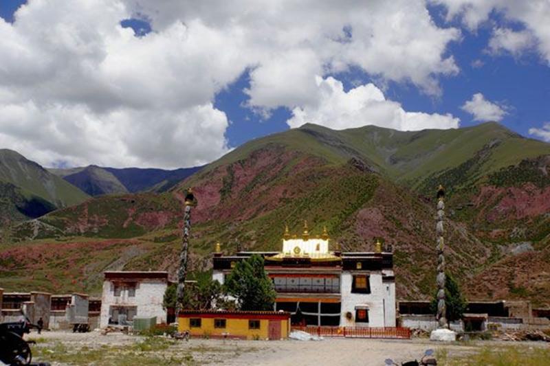 Reqin Monastery in Biru County, Nagqu