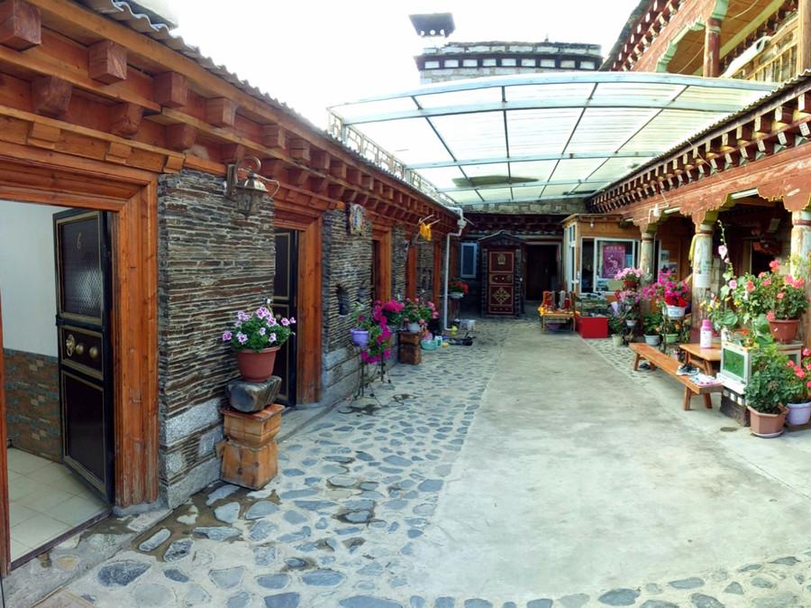 Rupuchaka Hot Spring in Daocheng County, Garze