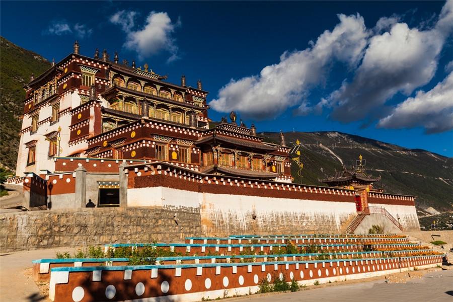 Sangpiling Monastery in Xiangcheng County, Garze