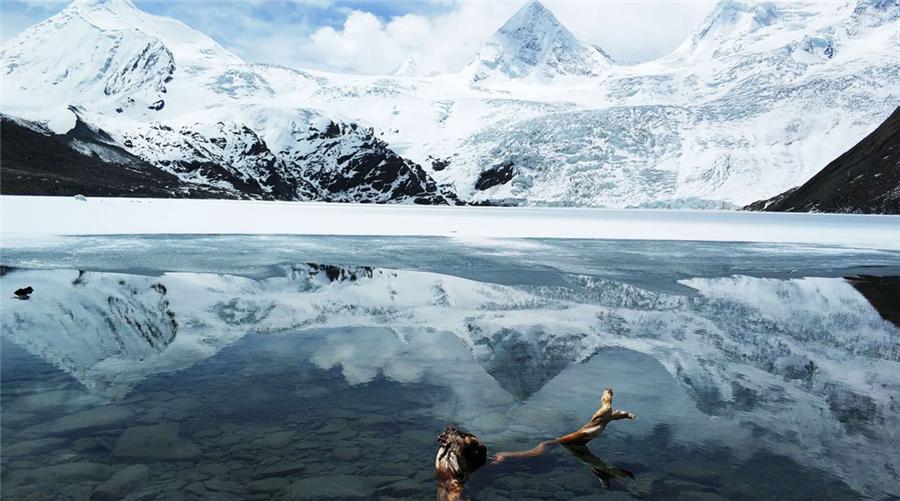 Sapu Glacier in Biru County, Nagqu