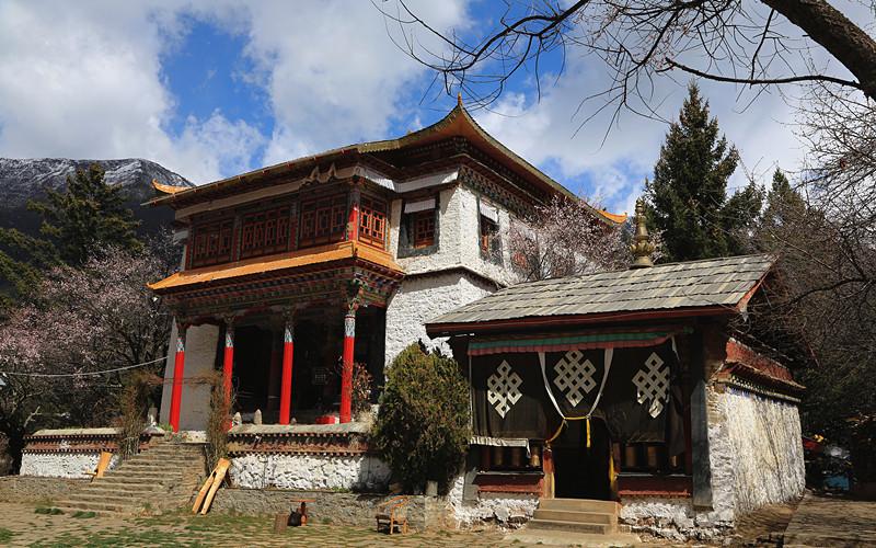 Tsozong Gongba Monastery in Draksum-tso Lake, Nyingchi