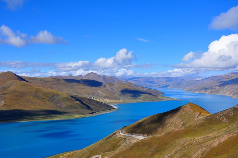 Yamdrok Lake in Nagarzê County, Shannan