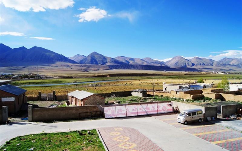 Yangpachen Hot Spring in Damxung County, Lhasa