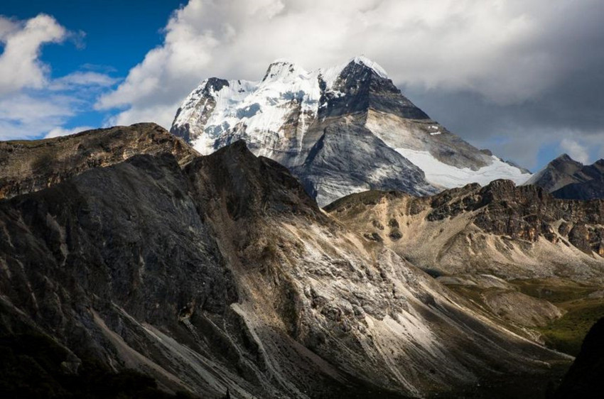 Ziburi Mountain in Tingri County, Shigatse